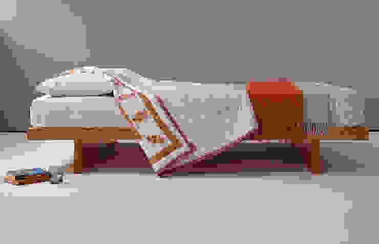 Kyoto Bed de Natural Bed Company Asiático Madera maciza Multicolor