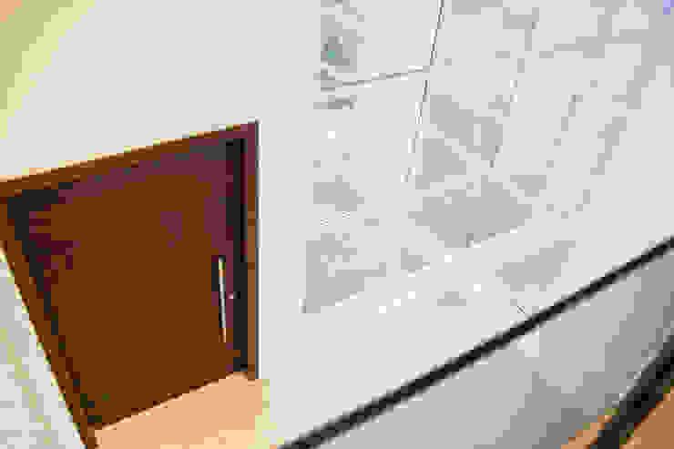 Modern Windows and Doors by Cecyn Arquitetura + Design Modern