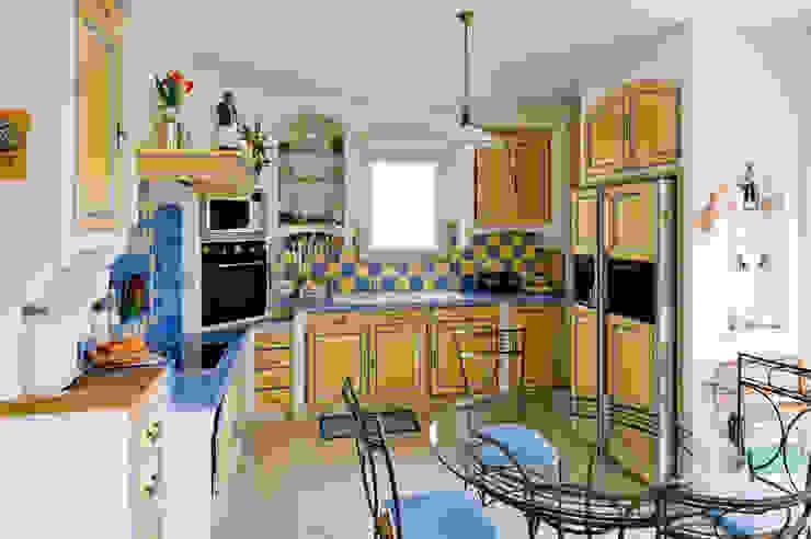 Cucina in stile mediterraneo di Pierre Bernard Création Mediterraneo