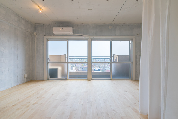 Renovation in Meidai-mae Eclectic style windows & doors by Kentaro Maeda Architects Eclectic Concrete
