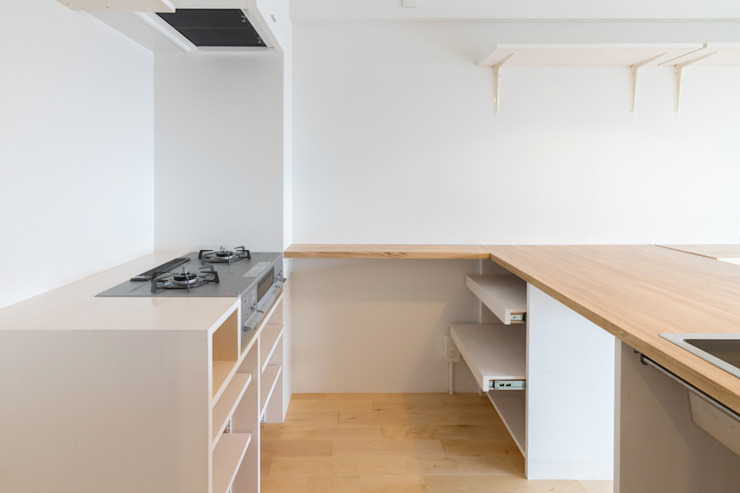 Renovation in Meidai-mae Eclectic style kitchen by Kentaro Maeda Architects Eclectic Wood Wood effect
