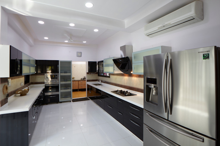 Dr Rafique Mawani's Residence Minimalist kitchen by M B M architects Minimalist