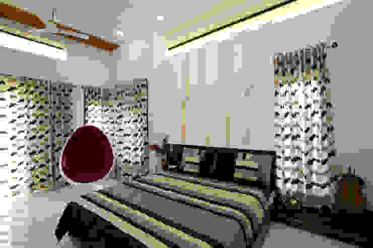 Dr Rafique Mawani's Residence Minimalist bedroom by M B M architects Minimalist