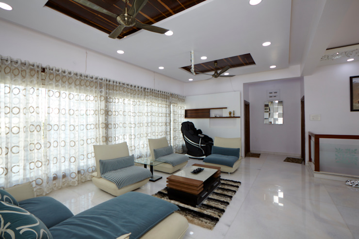 Dr Rafique Mawani's Residence Minimalist corridor, hallway & stairs by M B M architects Minimalist
