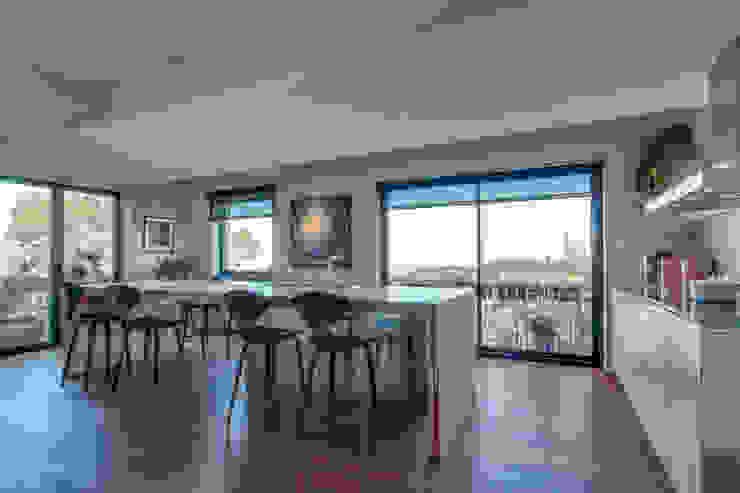 LUV Studio Modern kitchen