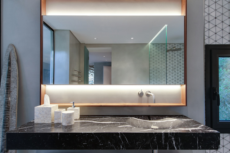 LUV Studio Modern style bathrooms