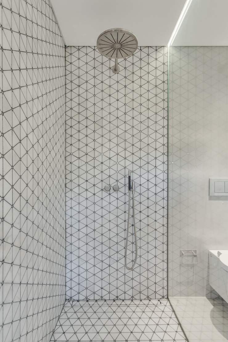 LUV Studio Modern bathroom