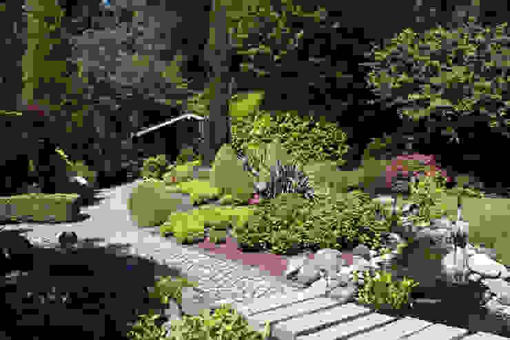 Das Gartenhaus, am Waldrand gelegen: hier verschmelzen gebauter Garten und Natur dirlenbach - garten mit stil Garten im Landhausstil