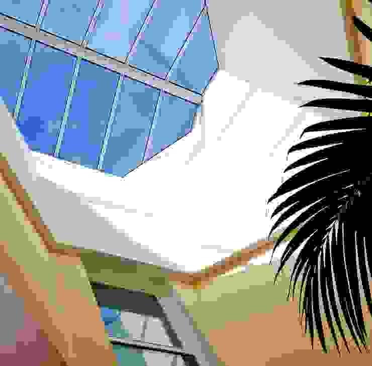 Paredes y pisos de estilo ecléctico de Pierre Bernard Création Ecléctico Vidrio
