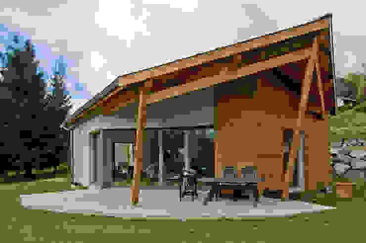 Casas de estilo ecléctico de Pierre Bernard Création Ecléctico