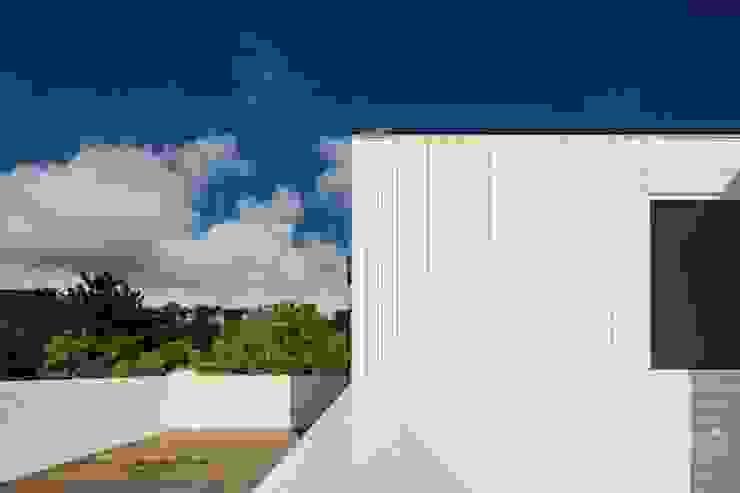 Minimalistischer Balkon, Veranda & Terrasse von Jular Madeiras Minimalistisch