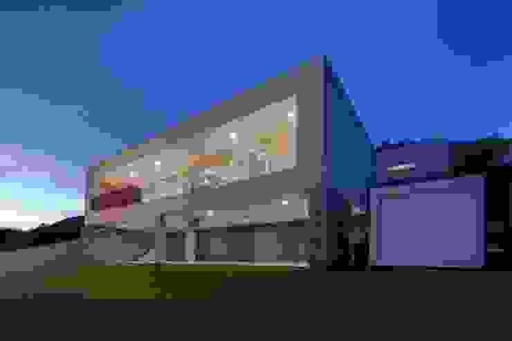 Fachada iluminada URBN Casas modernas