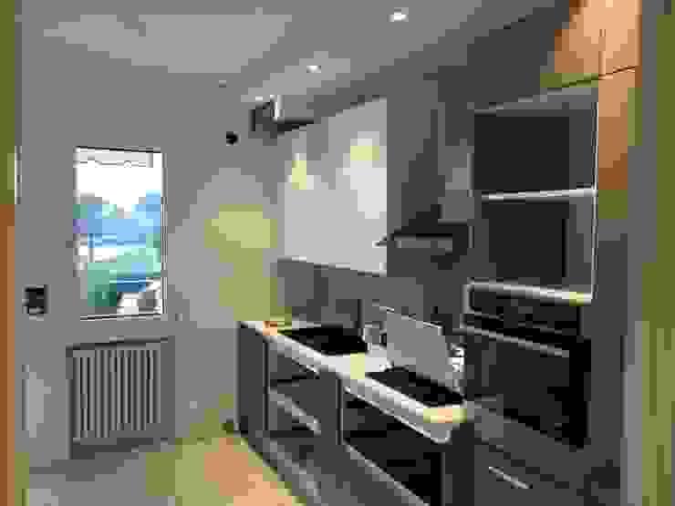 Кухня в стиле модерн от GEP gruppo edile padova di favaro mauro Модерн