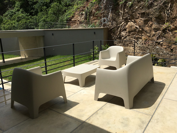 Casa Barquisimeto Balcones y terrazas de estilo moderno de THE muebles Moderno