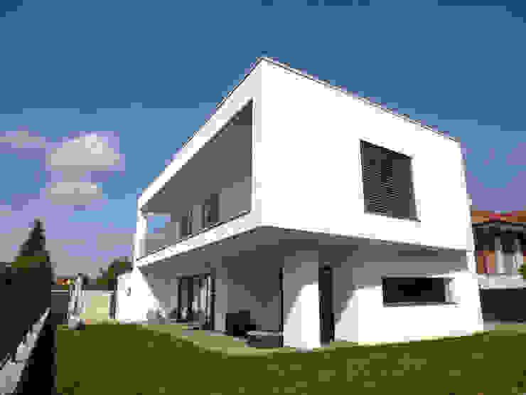 MONO C+P | outdoor living space Balcone, Veranda & Terrazza in stile moderno di Studio GIOLA | Casorezzo MI Moderno