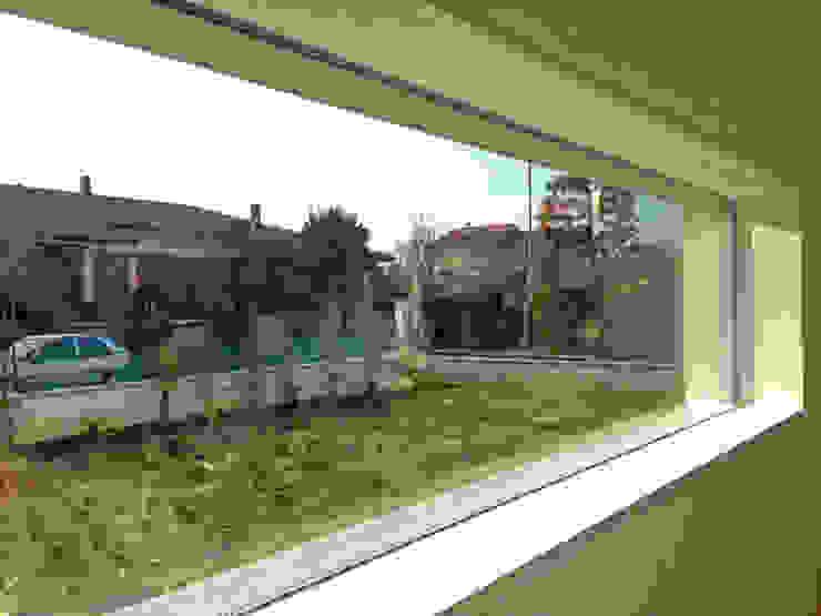 MONO C+P | lama di vetro Finestre & Porte in stile moderno di Studio GIOLA | Casorezzo MI Moderno Vetro