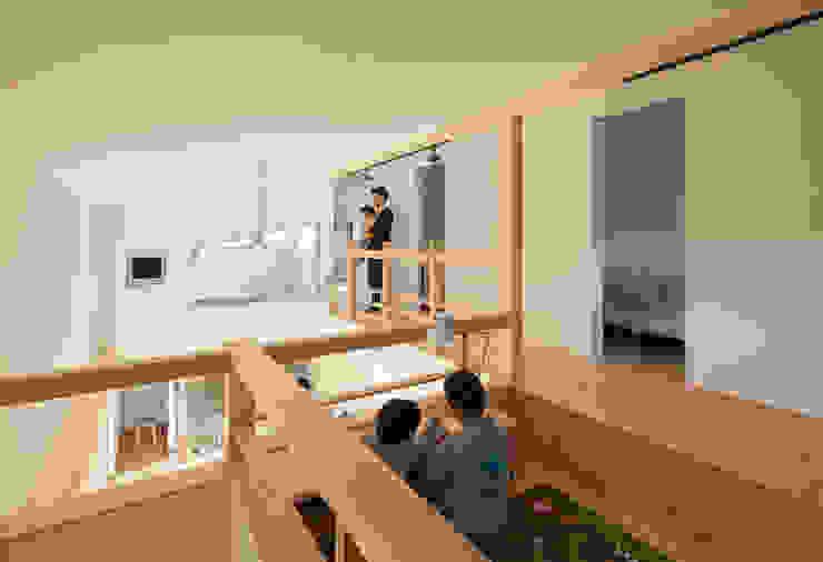 Moderner Multimedia-Raum von 田村の小さな設計事務所 Modern Holz Holznachbildung