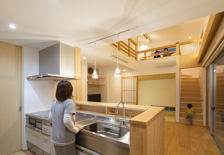 Modern style kitchen by 田村の小さな設計事務所 Modern Wood Wood effect