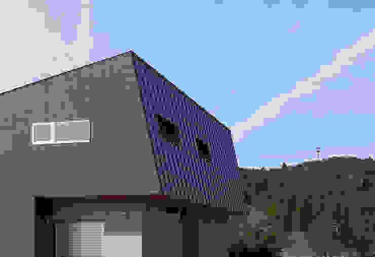 Moderne Häuser von 田村の小さな設計事務所 Modern Aluminium/Zink