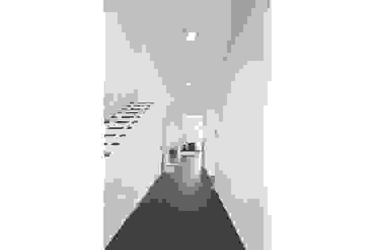 wohnen im 22ten Moderner Flur, Diele & Treppenhaus von Atelier Fürtner-Tonn Modern Ziegel
