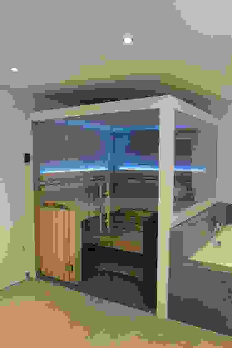 Maßgeschneiderte Sauna im Badezimmer von Wellness & More ...