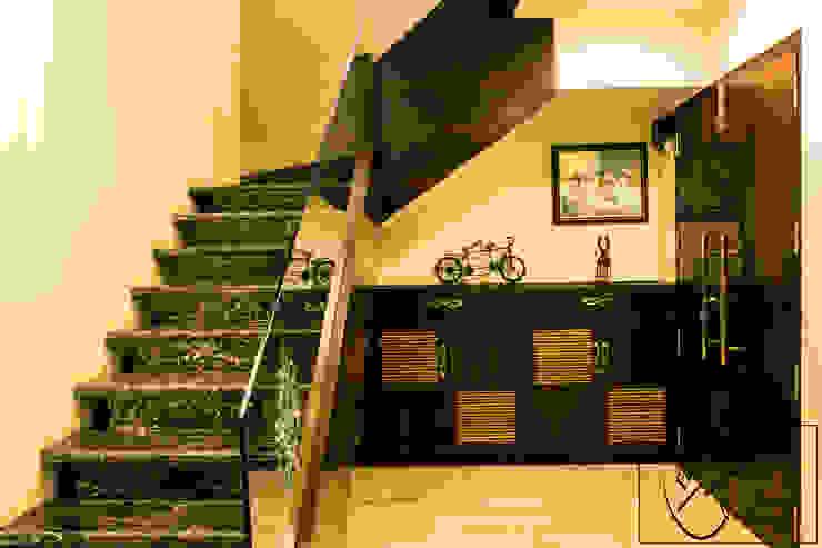 Corredores, halls e escadas modernos por ESHA GARG : Interior Designer Moderno