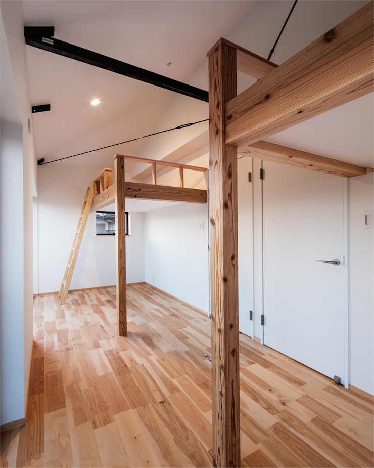 Moderne Kinderzimmer von 田村の小さな設計事務所 Modern Holz Holznachbildung