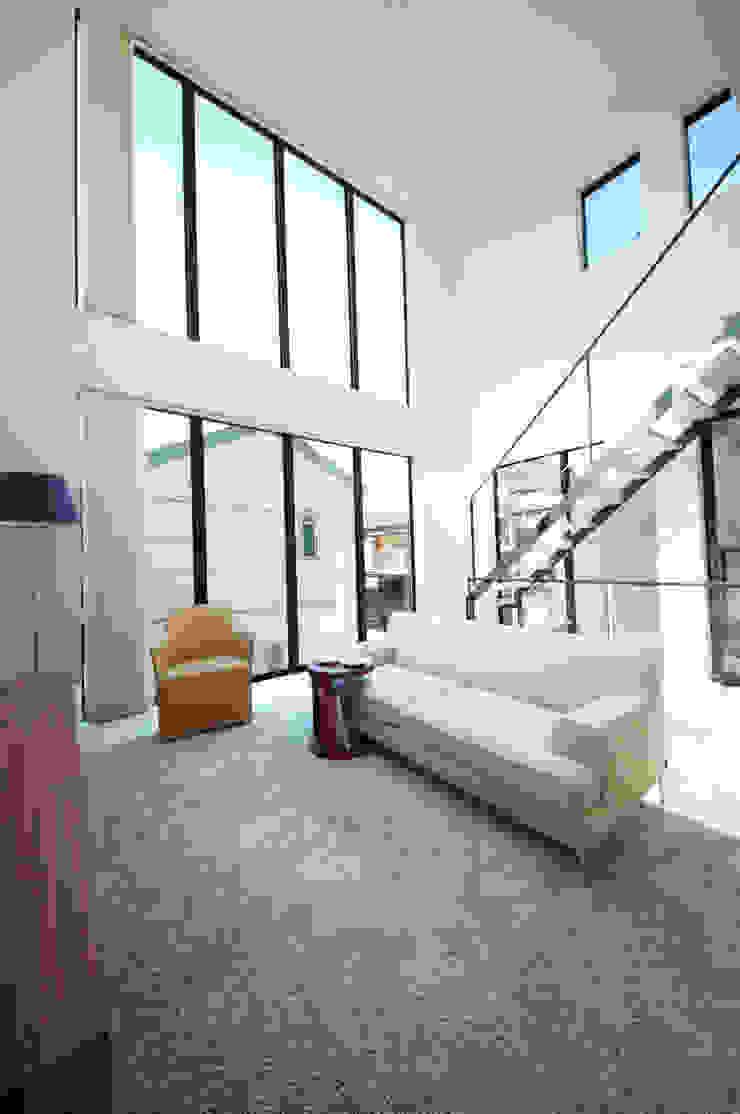 TERAJIMA ARCHITECTS/テラジマアーキテクツ Salas de estilo moderno