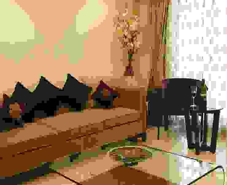 Makeshift house for Panjabis.:  Living room by Neha Changwani