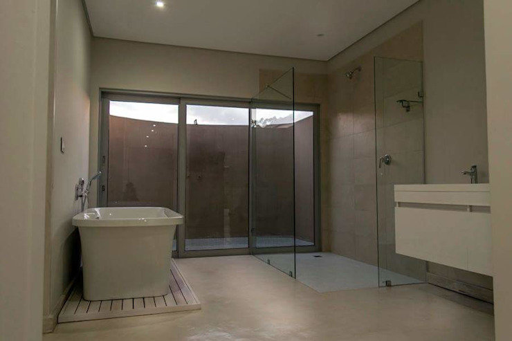 HSE Venter/Dilks Minimal style Bathroom by CA Architects Minimalist