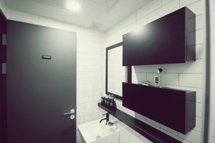 [홈라떼]깔끔하고 모던한 26평 신혼집 홈스타일링 모던스타일 욕실 by homelatte 모던