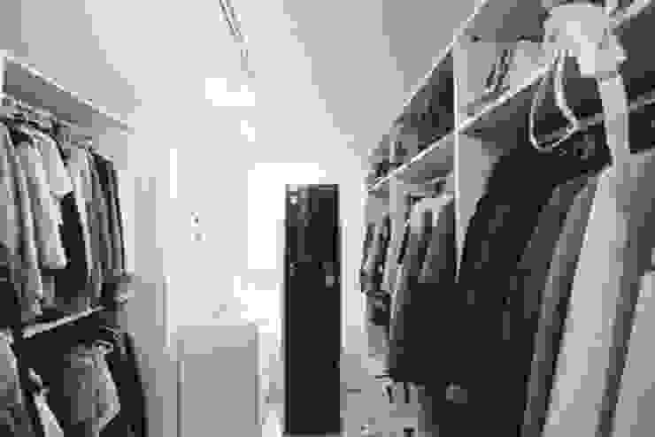 [홈라떼]깔끔하고 모던한 26평 신혼집 홈스타일링 모던스타일 드레싱 룸 by homelatte 모던