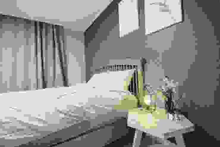 [홈라떼]깔끔하고 모던한 26평 신혼집 홈스타일링 모던스타일 침실 by homelatte 모던