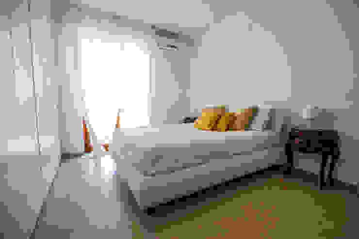 Minimal Living Vs. Liberty! Camera da letto minimalista di Luca Bucciantini Architettura d' interni Minimalista