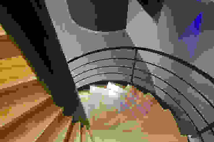 Pierre Bernard Création Corridor, hallway & stairsStairs Kayu