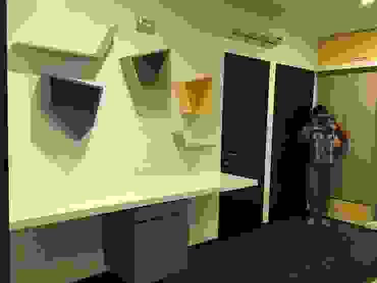 Study area in Children's bedroom Modern nursery/kids room by Studio Stimulus Modern