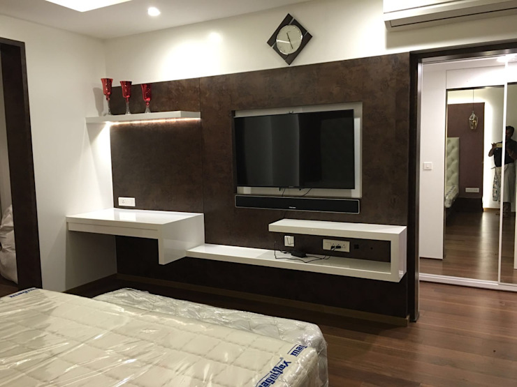 Master bedroom TV unit Modern style bedroom by Studio Stimulus Modern