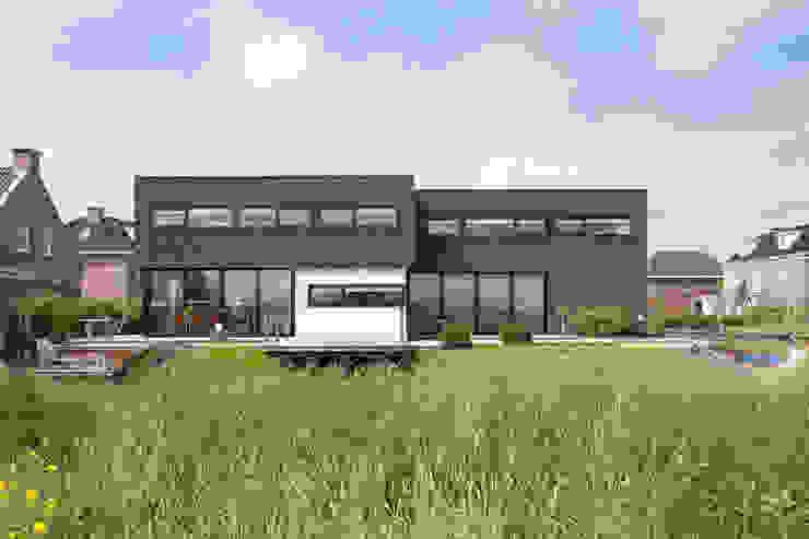 Villa Montfoort Station-D Architects Moderne huizen Stenen Zwart