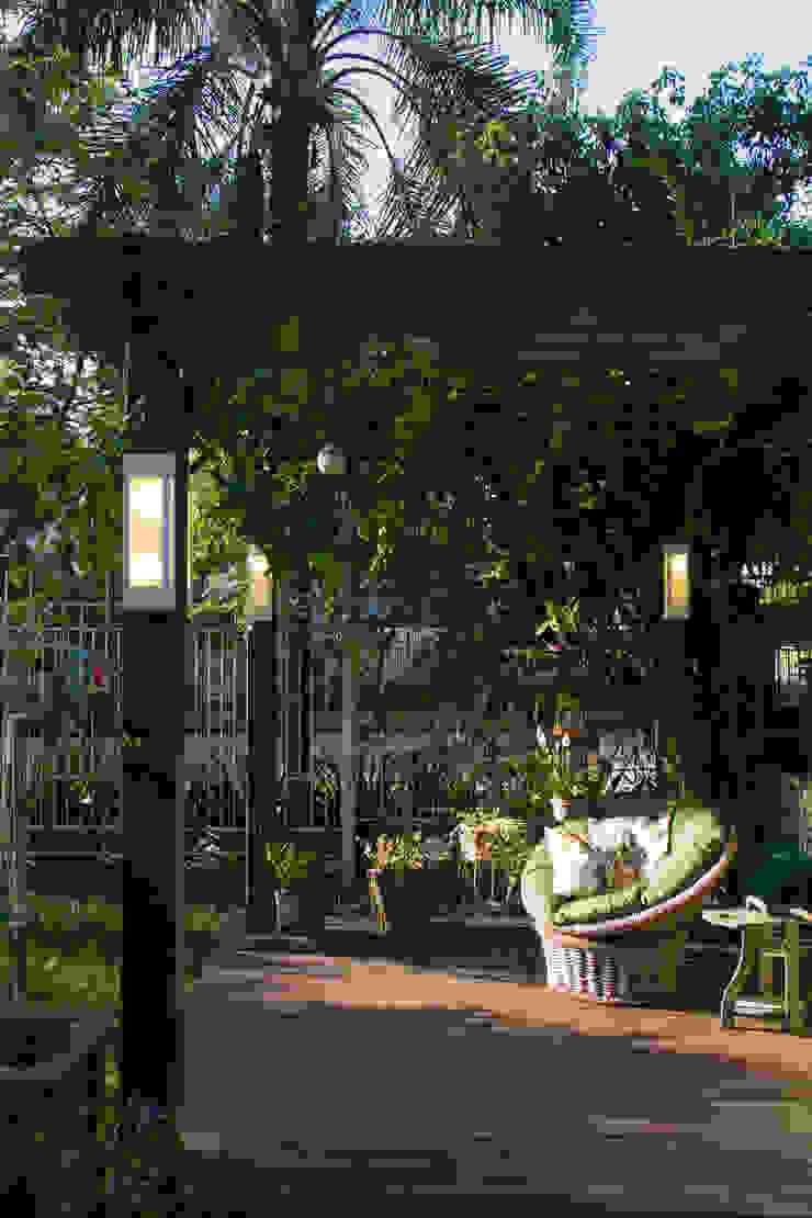 Rustic style balcony, veranda & terrace by Expace - espaços e experiências Rustic Wood Wood effect