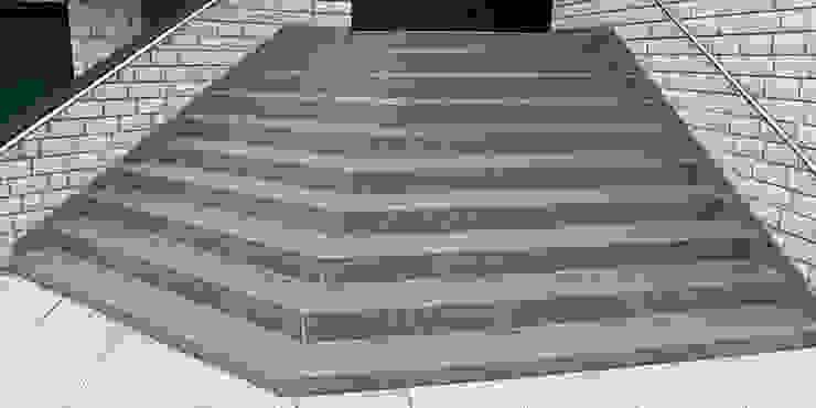 Treppensanierung mit Treppenbelägen aus Mineralit: modern  von Mineralit - Mineralgusswerk Laage GmbH,Modern