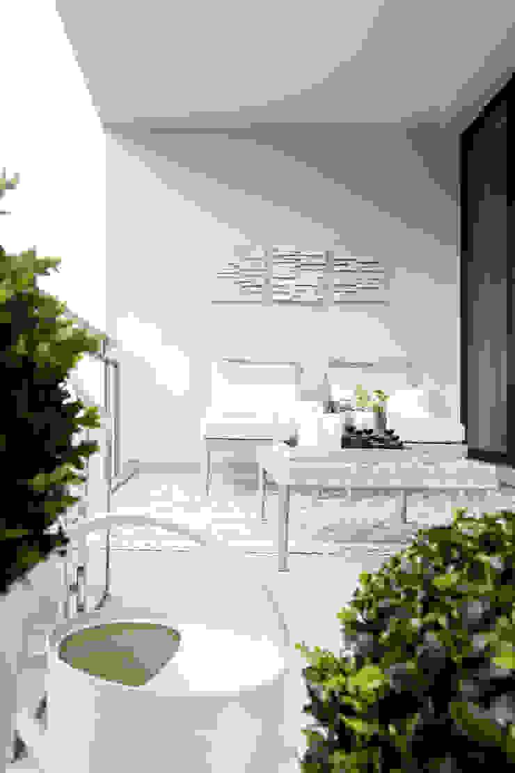 Modern terrace by DIE BALKONGESTALTER Modern