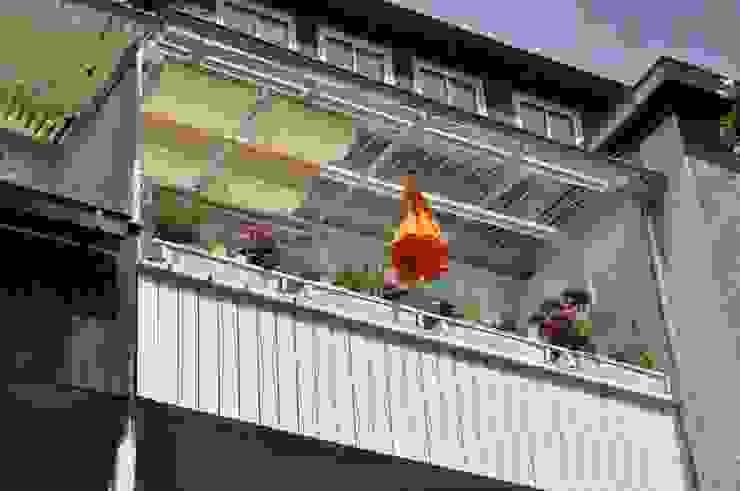 DIE BALKONGESTALTER Balkon, Beranda & Teras Modern