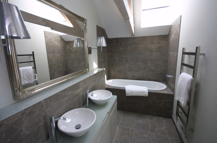 Replacement Dwelling in Trebetherick Cornwall by Arco2 Arco2 Architecture Ltd Modern bathroom