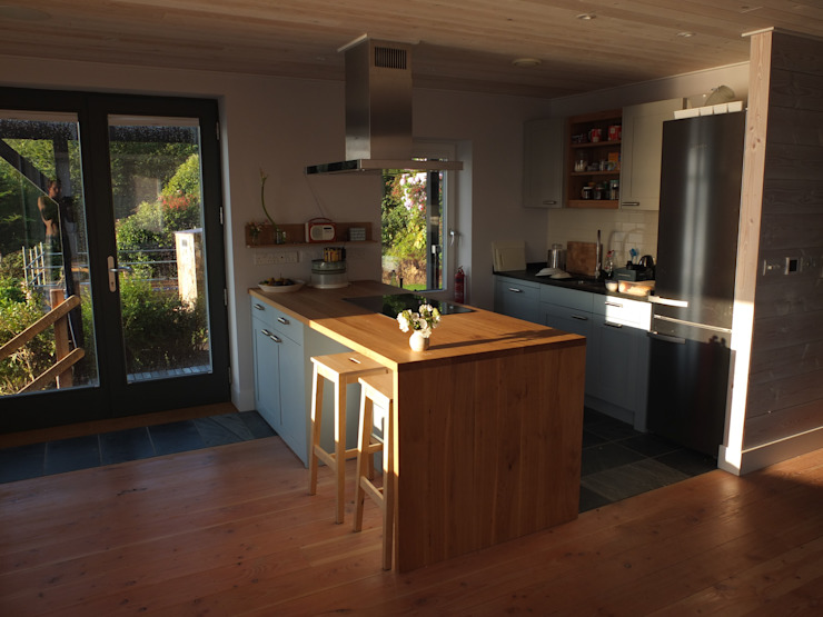 Sustainable Architectural Project Cornwall, Edge Of Cliff, St Ives, Cornwall Country style kitchen by Arco2 Architecture Ltd Country