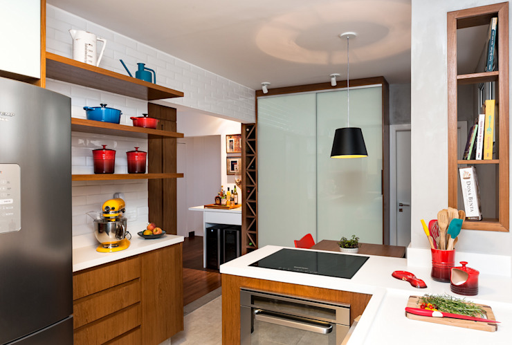 Kitchen by Ambienta Arquitetura ,