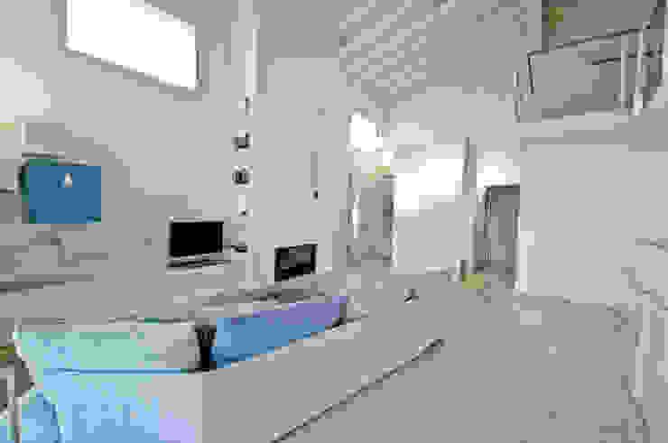 MCArc Villa MC Interior Design Soggiorno moderno di MCArc Laboratorio di architettura sostenibile Moderno