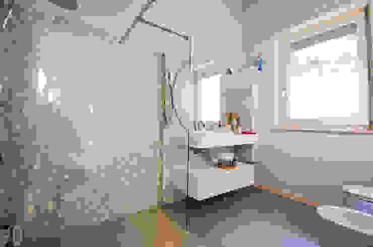 MCArc Villa MC Interior Design Bagno moderno di MCArc Laboratorio di architettura sostenibile Moderno