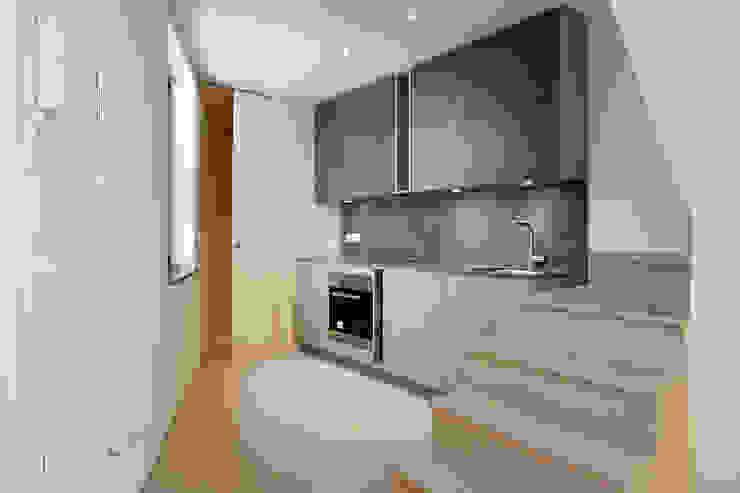 Kitchen by Lara Pujol  |  Interiorismo & Proyectos de diseño