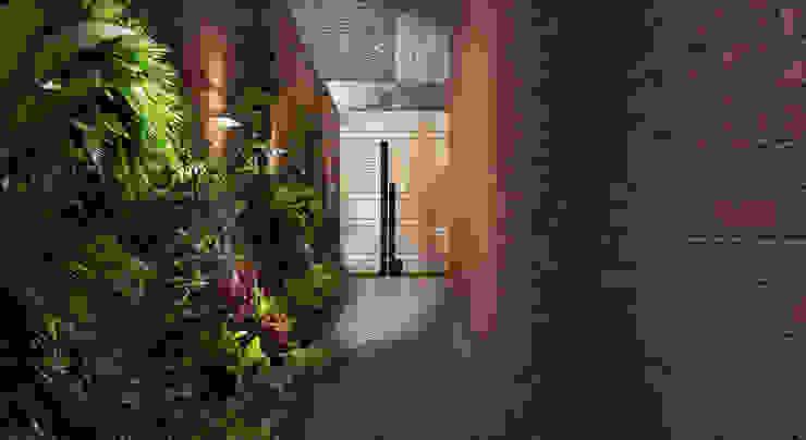 現代風玄關、走廊與階梯 根據 MAT Latinamerica 現代風