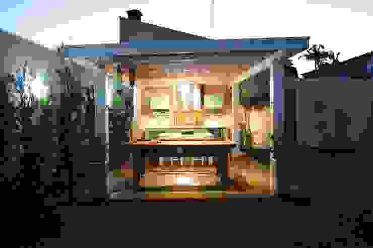 Modern balcony, veranda & terrace by Lozí - Projeto e Obra Modern